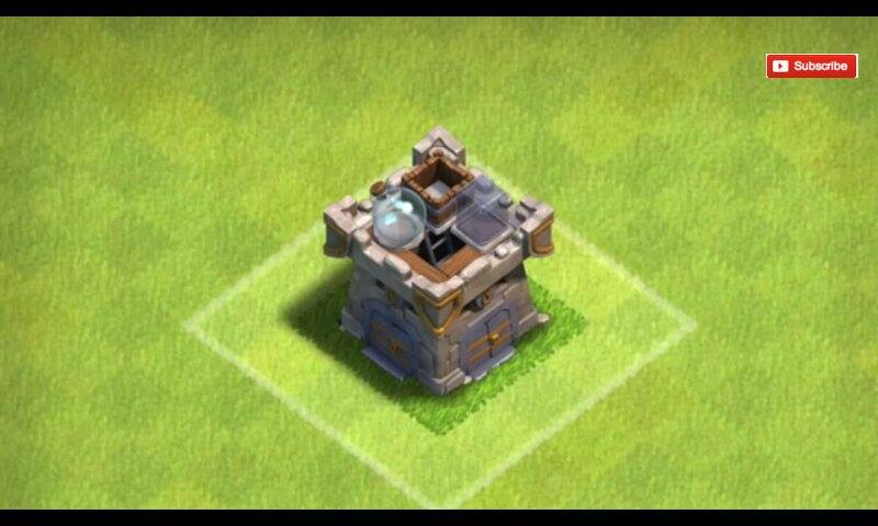 Yep, even clan castle can be looted. As it is here, you can see the resources are empty on top of the castle